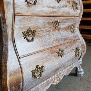 Шкаф с 3 чекмеджетата-състарен