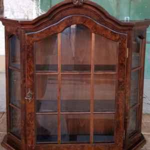 Шкафче – витрина