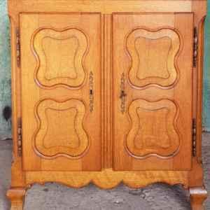 Шкафче с две врати