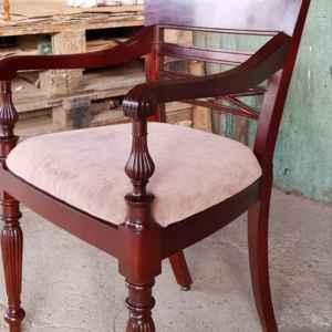 Стол с подлакътници  – седалка бежова