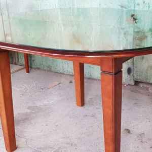 Комплект от трапезна маса с четири трапезни  столове
