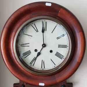 Стенен механичен часовник , дъб с махало, внос от Белгия