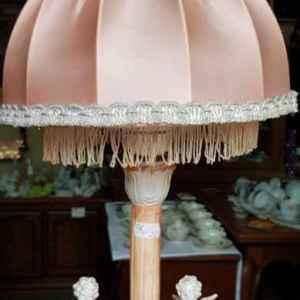 Лампа с два свирещи ангела