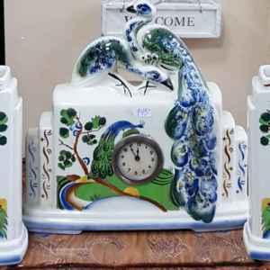 Старинен механичен часовник  – порцелан, мотив с лебеди и комплект от два броя вази