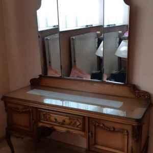 Комплект спалня, стил Луи 14-ти , състояща се от гардероб,тоалетка с огледало, спалня, подматрачна рамка, две нощни шкафчета,  внос от Белгия
