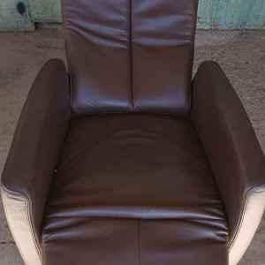 Релаксиращ фотьойл от естествена кожа с подложка за краката, внос от Белгия