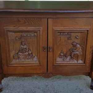 Шкаф с две врати – дърворезба,  дъб – внос от Нидерландия