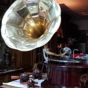 Грамофон с фуния и механизъм, внос от Нидерландия