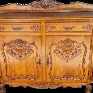 Комплект трапезария от дъб състояща се от: скрин, витрина, трапезна маса, 6 бр., трапезни столове,  дъб внос от Белгия