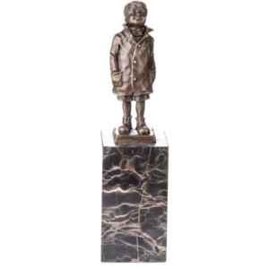 Бронзова фигура с гранит на момче с наметало, внос от Германия
