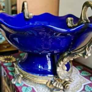 Изключително красив съд от синьо стъкло с орнаменти внос от Белгия.