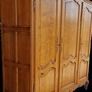 Гардероб с три врати стил Луи 14-ти от дъб внос от Белгия.