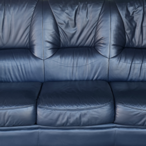 Холова гарнитура от естествена кожа състояща се от диван 3-ка, два броя фотьойли производство Италия,  внос от Нидерландия.