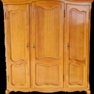Гардероб в стил Луи 14-ти от дъб с три врати внос от Белгия.