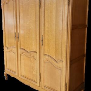 Трикрилен гардероб стил Луи 14-ти от дъб внос от Белгия.
