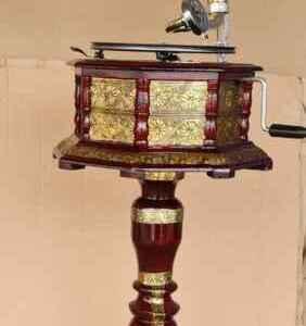 Класически грамофон с фуния комплект с стойка от дърво и бронз  Нов, внос от Германия.